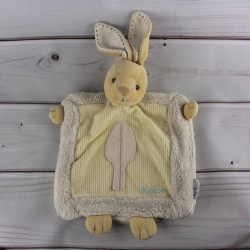 doudou-marionnette-lapin-ecru-jaune-kaloo