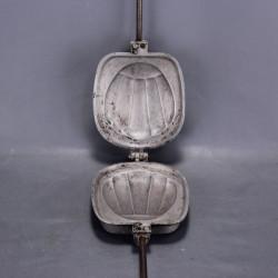 Soupière Gien en porcelaine opaque peint à la main