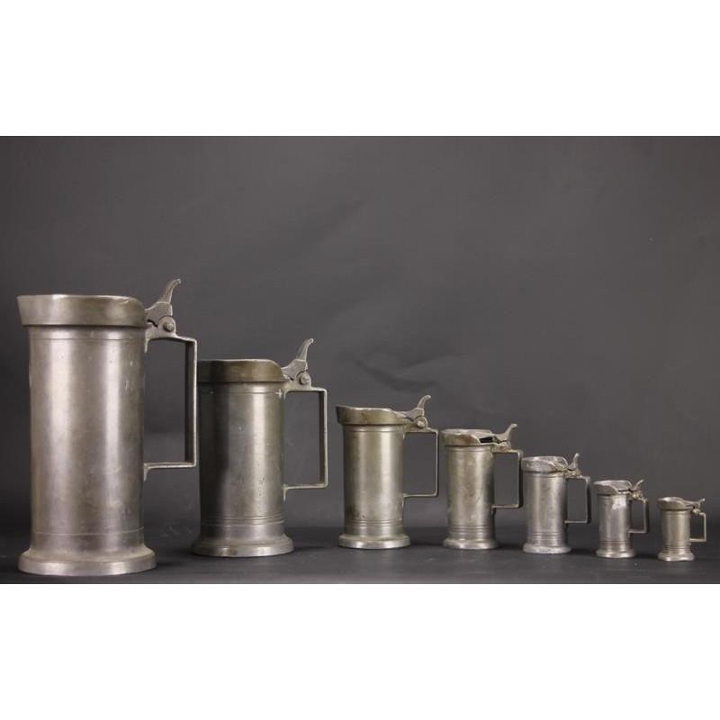 Série de 7 Pots en Etain