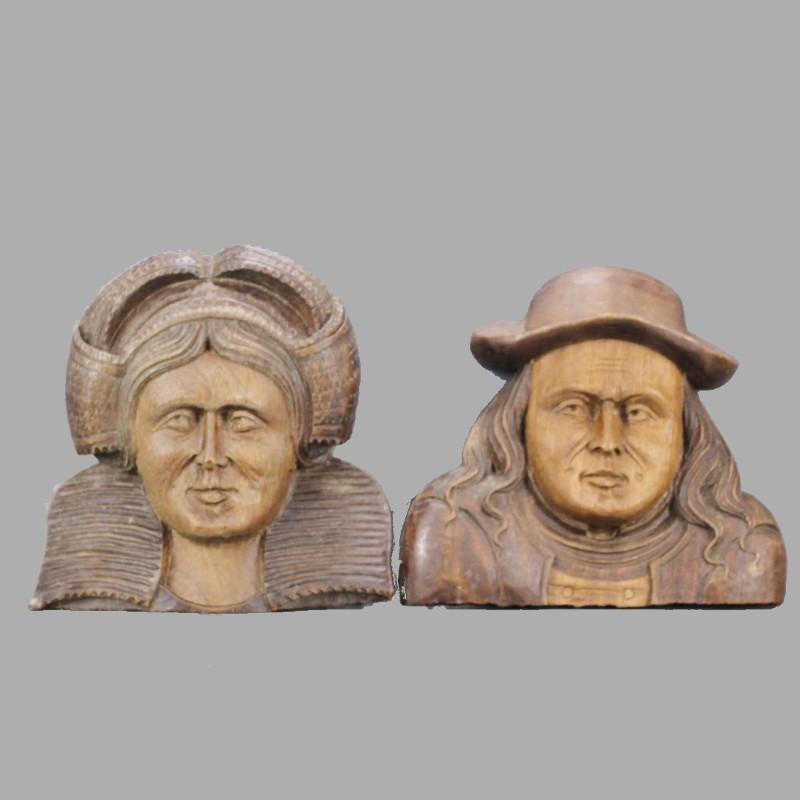 Paire-de-personnages-breton-en-bois-sculpté