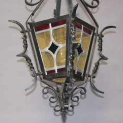 Lanterne-ancienne-en-fer-forgé-