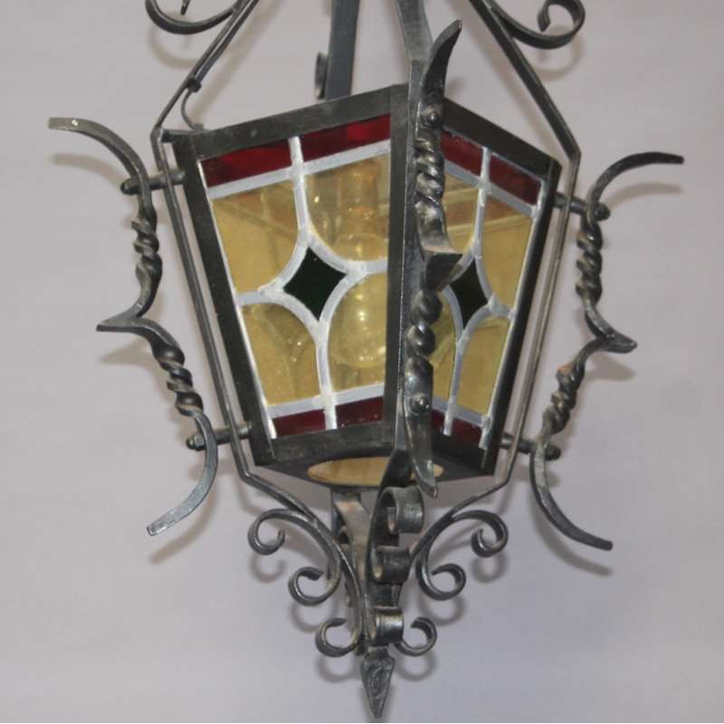 Lanterne-en-fer-forgé-ancienne