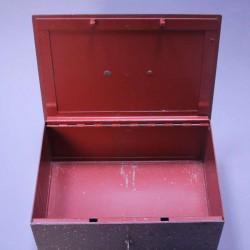 Coffre-fort-ancien-en-métal-avec-sa-clé