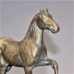 Statuette-pur-sang-arabe-ancienne-en-laiton