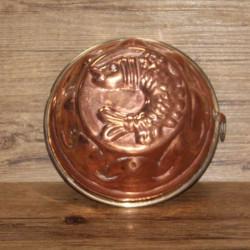moule-à-gâteaux-en-cuivre-martelé
