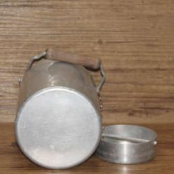 Cache pot en cuivre martelé ancien