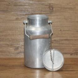 Pot-à-lait-ancien-avec-son-couvercle